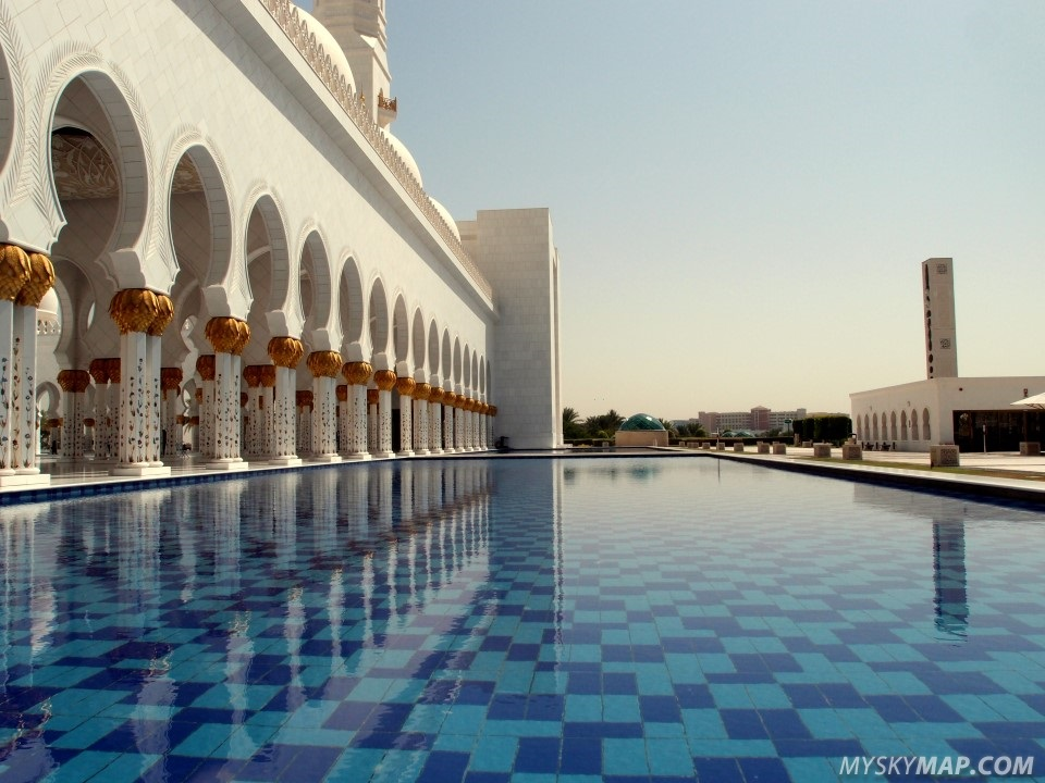 Pools surrounding the Sheikh Zayed Grand Mosque