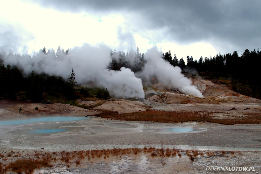 Smoky geysers at Norris Basin